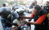 Kutu_Community_Safety_Campaign_Pembagian_Helm_anak_15